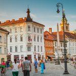 Rastoče gospodarstvo in življenjski standard v Sloveniji
