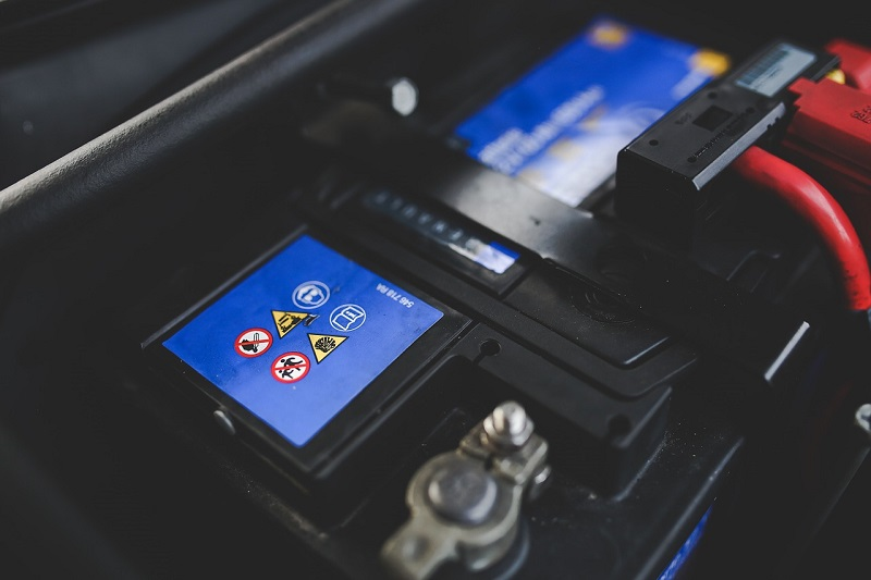 Akumulator ohranja električno energijo na primernih nivojih
