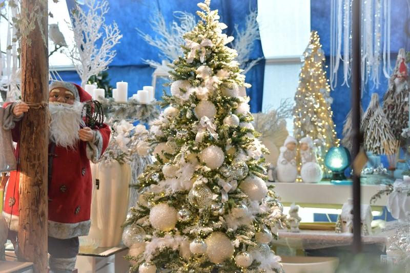 Zakaj je umetno božično drevo boljša izbira od naravnega